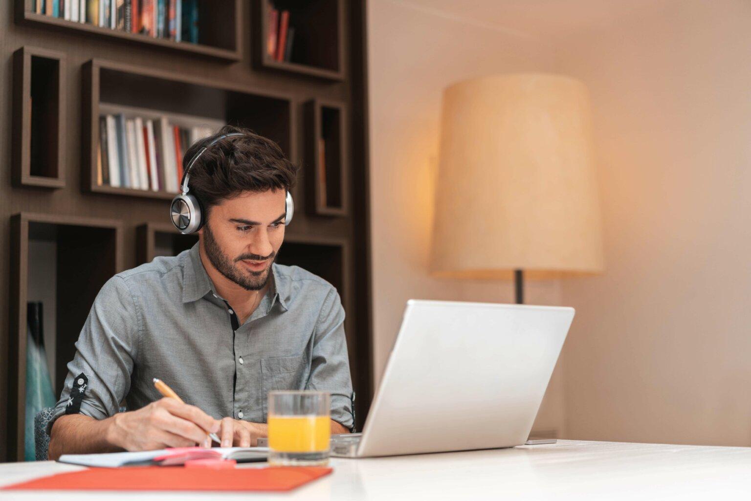 Por que razão o trabalho à distância favorece o relacionamento entre colaboradores?