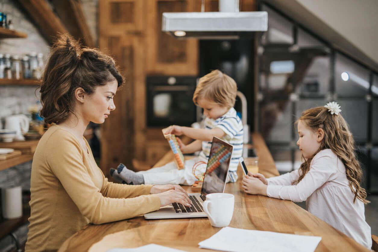 Teletrabalho: dedique calmamente tempo aos seus filhos
