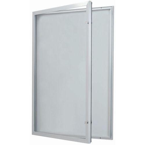 Vitrina de exterior com porta rebatível – fundo em alumínio – porta em vidro de segurança – fechaduras diferen