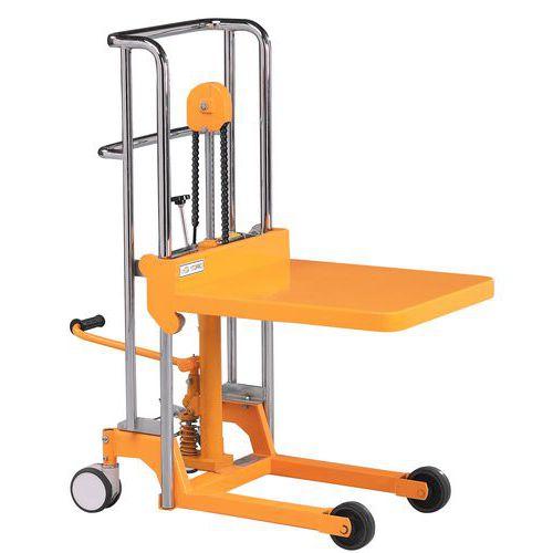 Empilhador elevatório - Capacidades: 400 kg